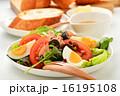 ニース風サラダとフランスパン 16195108