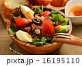 ニース風サラダとフランスパン 16195110
