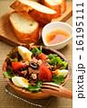 ニース風サラダとフランスパン 16195111
