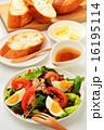 ニース風サラダとフランスパン 16195114