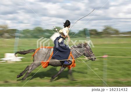 和装による馬上からの弓術、流鏑馬 16231432