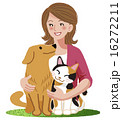 犬 猫 女性 ペット A woman smiling with furry friends 16272211