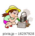 キャンプ場で火をおこす女の子 16297928
