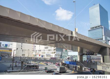 首都高速渋谷線と渋谷駅の歩道橋(東京都渋谷区) 16298161