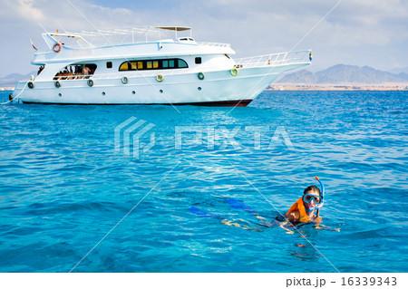 girl swimming 16339343