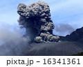 噴煙 噴火 火口の写真 16341361