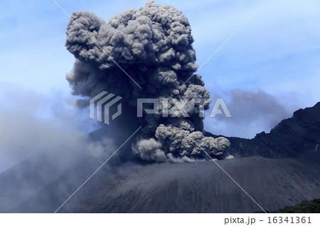 平成27年6月 桜島火口からの爆発的噴火を撮る 16341361