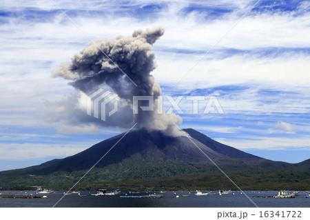 平成27年6月 海潟漁港から桜島の爆発的噴火を撮る 16341722