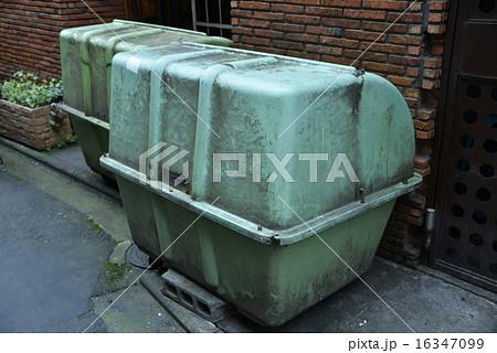 路地裏のゴミ箱 16347099