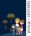 花火を見上げる家族 16353892