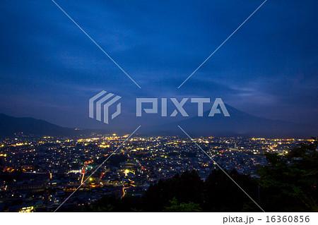 新倉山浅間公園から見た夜景 16360856