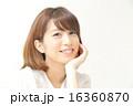 頬杖 笑顔 女性の写真 16360870
