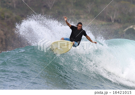 Surfing a wave 16421015