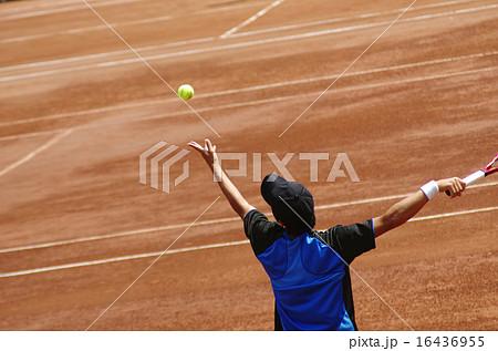 クレーコートでのテニス【サーブ】 16436955