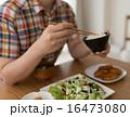 行儀 肘つき 食事中の写真 16473080