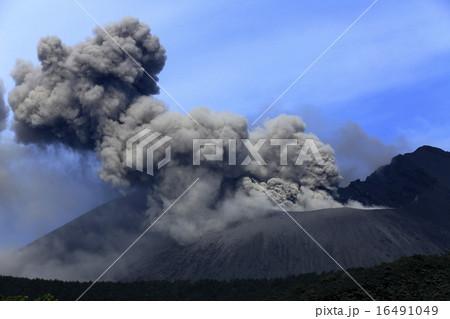 平成27年6月 桜島火口からの爆発的噴火を撮る 16491049