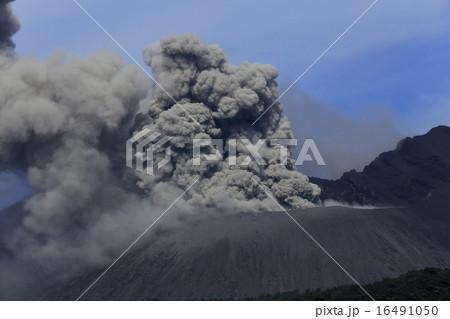 平成27年6月 桜島火口からの爆発的噴火を撮る 16491050