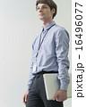 ノートパソコン クリエーター ビジネスマンの写真 16496077