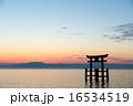 琵琶湖の夜明け 16534519