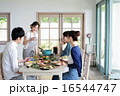 ホームパーティー 取り分ける 料理の写真 16544747