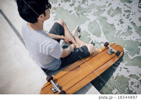 スケートーボート 男性イメージ 16544897