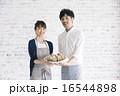 ベーカリー店員イメージ 男女のポートレート 16544898