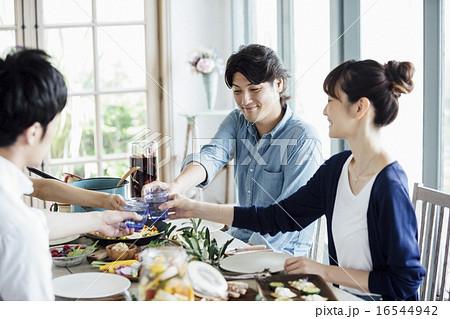 ホームパーティ、食事 16544942