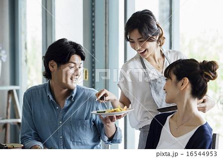 ホームパーティ、食事 16544953