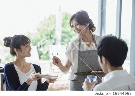 ホームパーティ、食事 16544965