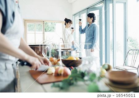 ホームパーティ、ワイン 16545011