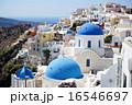 青い建物が並ぶ南欧ギリシャ・サントリーニ島 16546697