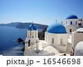 青い建物が並ぶ南欧ギリシャ・サントリーニ島の風景 16546698
