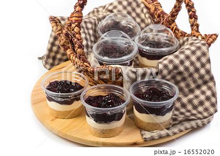 blueberry cheesecake in plastic package の写真素材 [16552020] - PIXTA