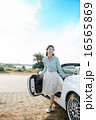 ドライブに来た女性 16565869
