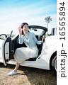 ドライブに来た女性 16565894