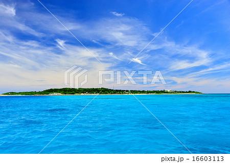 沖縄の離島 鳩間島の防波堤風景写真 16603113