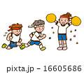 体操服で走る男の子2人を応援する女の子 16605686