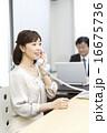 ビジネスウーマン オフィスシーン 人物の写真 16675736