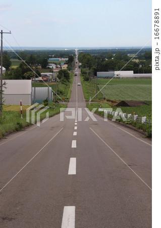 天に続く道(北海道斜里町)の写真素材 [16678891] - PIXTA