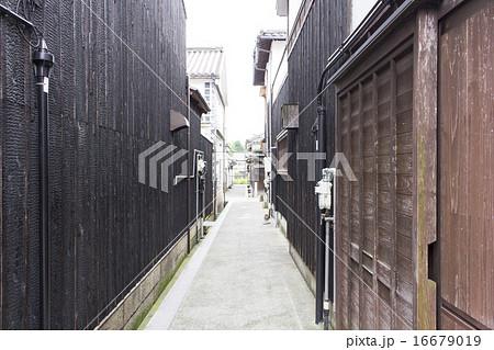 倉敷美観地区の黒壁 16679019