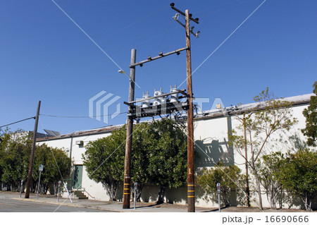 サンフランシスコの電柱/Power transmission line  16690666