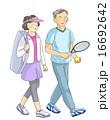 テニスをするシニアカップル 16692642