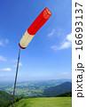 パラグライダーのテークオフ ハンググライダーのテークオフ 吹き流し 山頂 青空 16693137