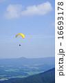 パラグライダー 青空  16693178