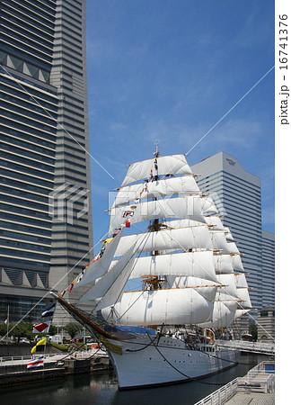 帆船日本丸の総帆展帆・満船飾 16741376