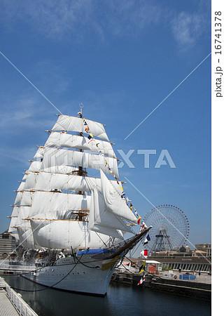 帆船日本丸の総帆展帆・満船飾 16741378