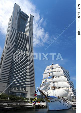 帆船日本丸の総帆展帆・満船飾 16741379