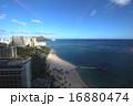 ハワイ南国楽園ワイキキ美しい砂浜ビーチとダイヤモンドヘッドを望む 16880474