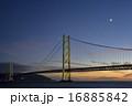 明石海峡大橋と三日月 16885842