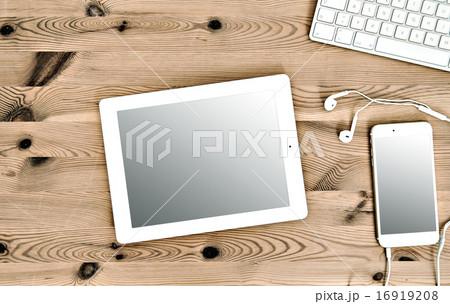 Office Workplace Keyboard, IPhone, Tablet PC IPadの写真素材 [16919208] - PIXTA